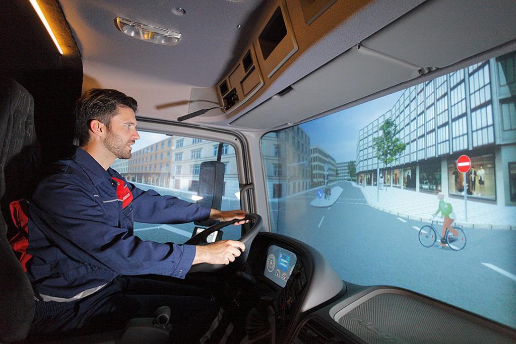 Echte Fahrerkabine mit Projektion