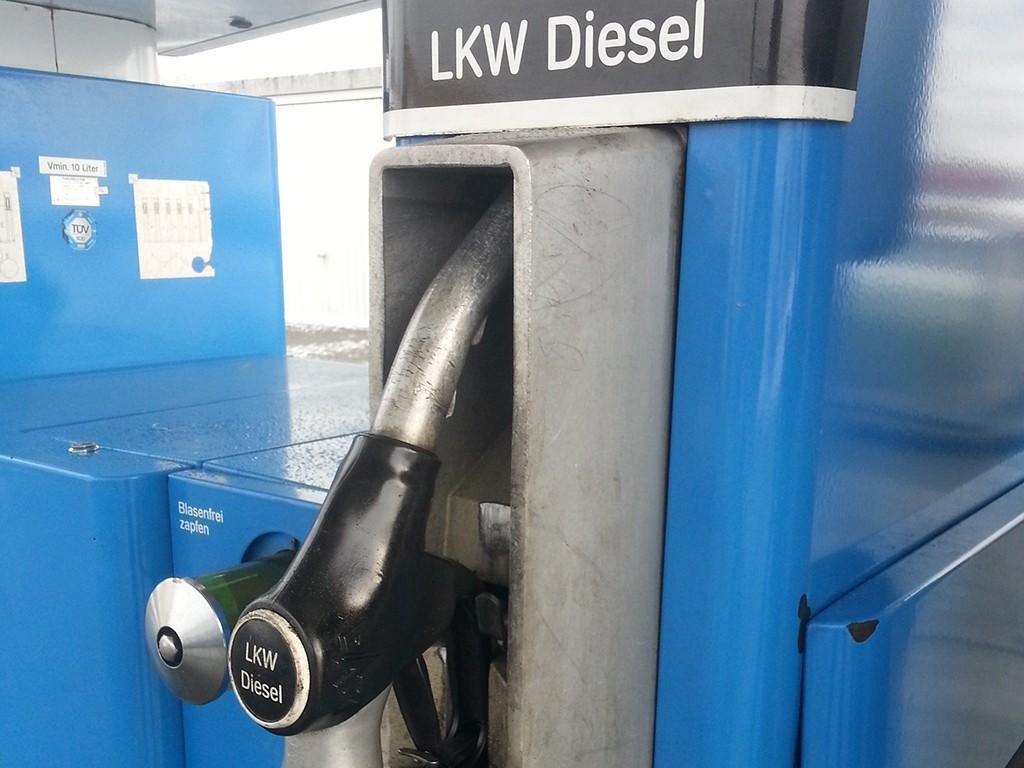 Zapfsäule Treibstoff Lastkraftwagen