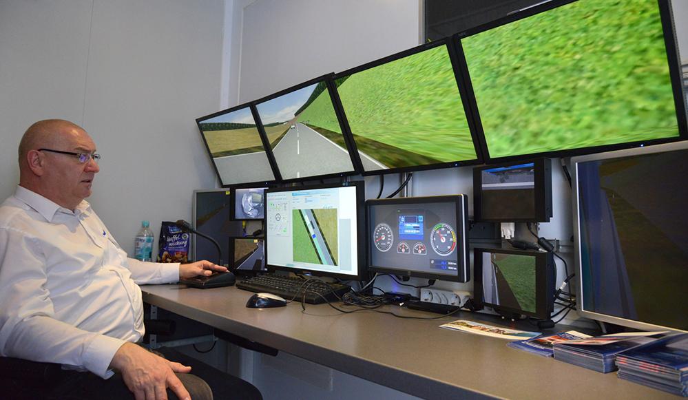 Operator bei der Simulationsüberwachung